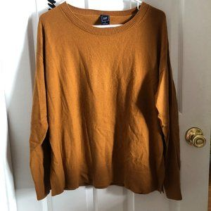 Lightweight Gap sweater in lovely pecan color